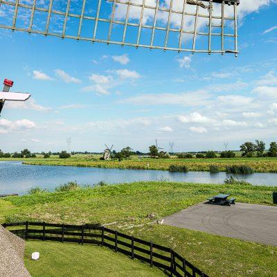 De Rijnlandse molenstichting - Munnikkenmolen met zicht op Doeshofmolen